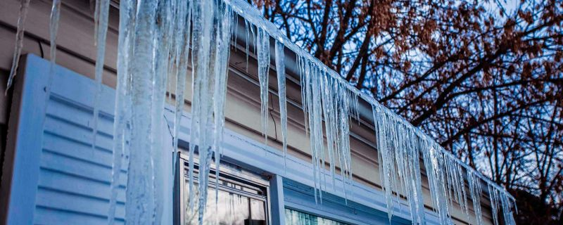 Minnesotans Show Bostonians How to Remove Ice Dams